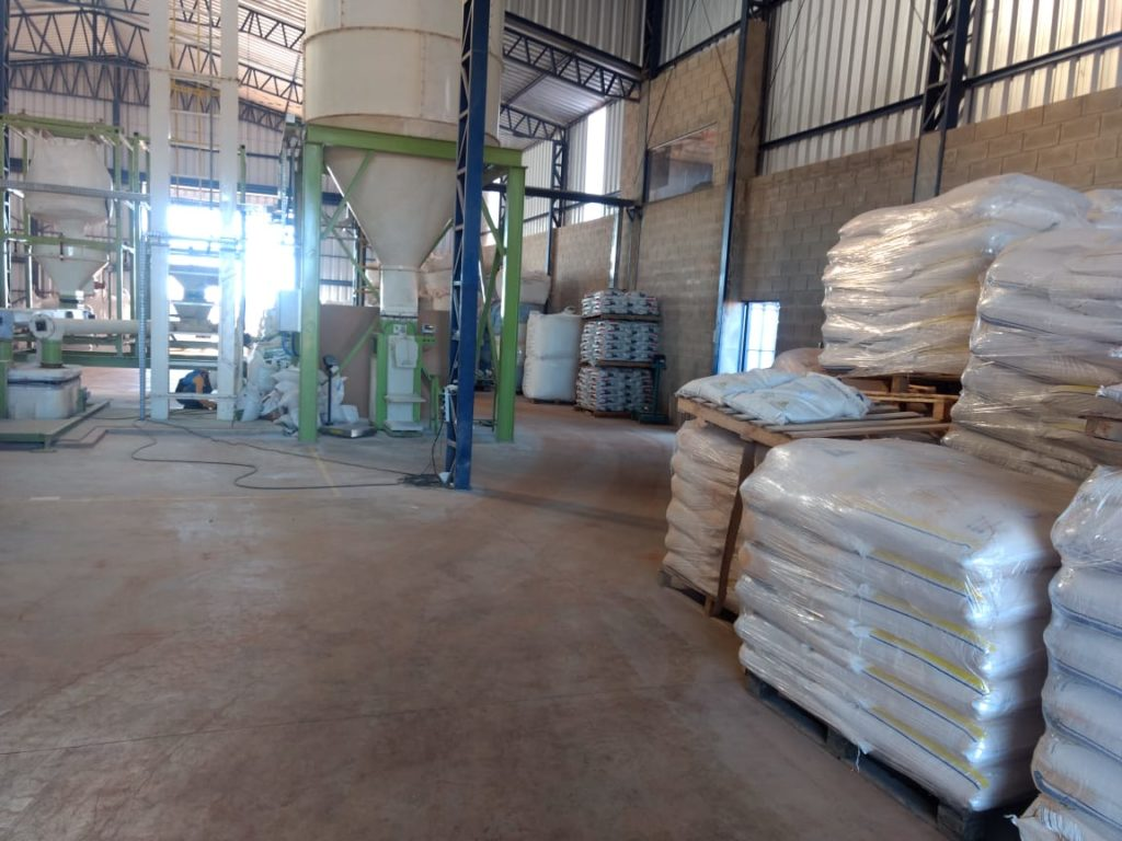 Limpeza, capricho e organização na fábrica de ração. Foto: Confinamento VFL Brasil.